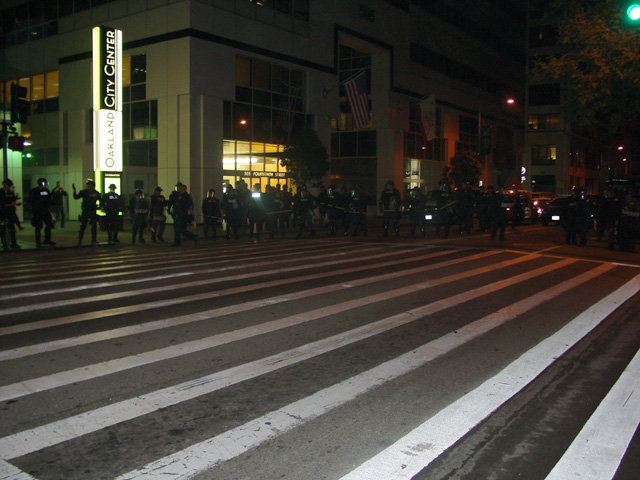 occupyoakland-day016-raid-102511043816.jpg