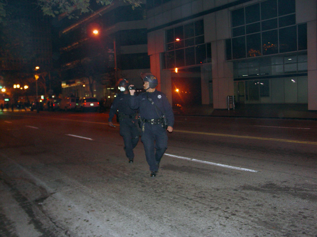 occupyoakland-day016-raid-102511043928.jpg