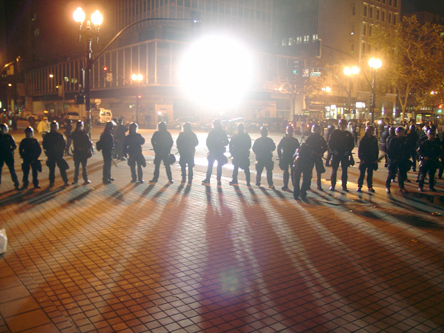 occupyoakland-day016-raid-102511044547.jpg