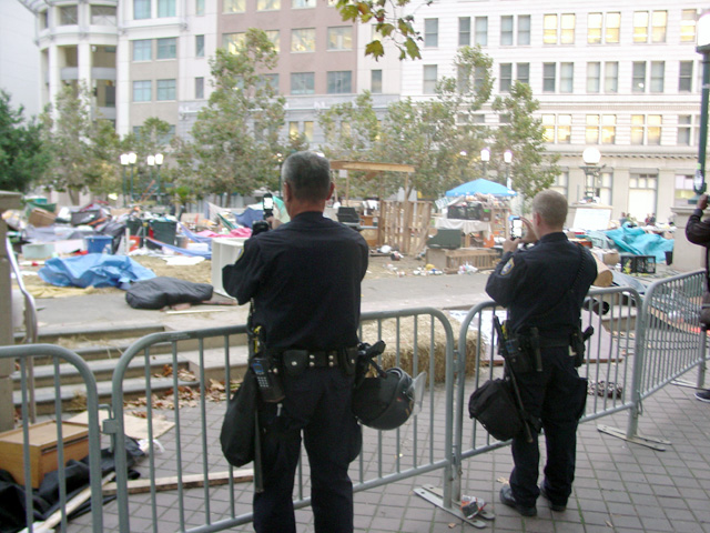 occupyoakland-day016-raid-102511072314.jpg