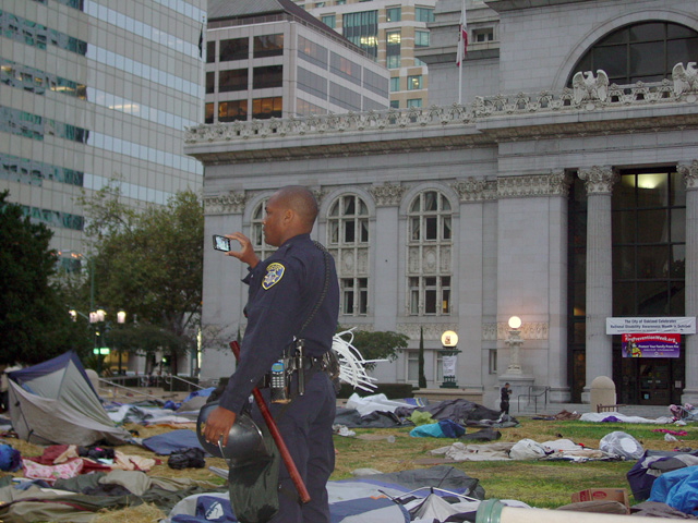 occupyoakland-day016-raid-102511072722.jpg
