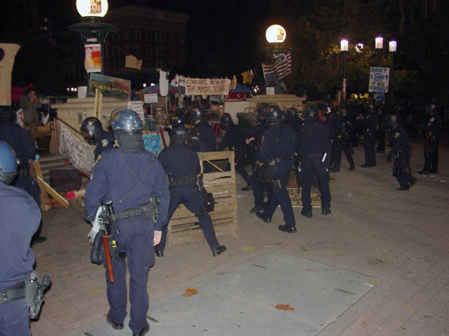 occupyoakland-day016-raid-102511045221.jpg