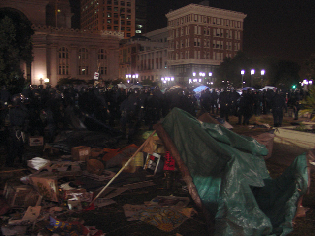 occupyoakland-day016-raid-102511045615.jpg