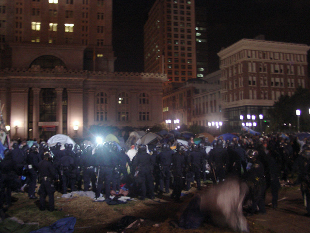 occupyoakland-day016-raid-102511045648.jpg