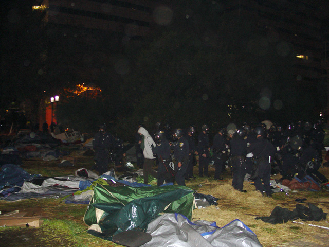 occupyoakland-day016-raid-102511045729.jpg