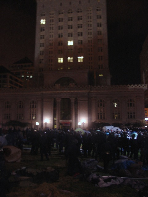 occupyoakland-day016-raid-102511045839.jpg