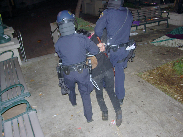 occupyoakland-day016-raid-102511045848.jpg