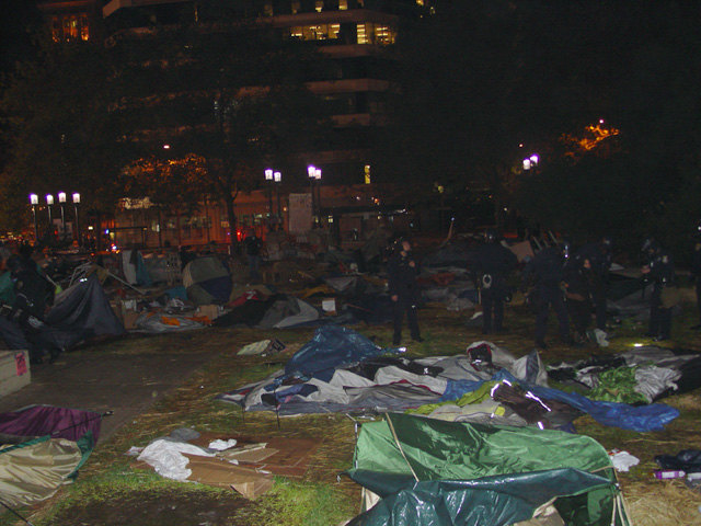 occupyoakland-day016-raid-102511045908.jpg