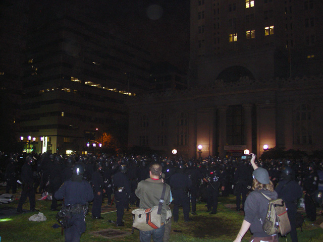 occupyoakland-day016-raid-102511050049.jpg