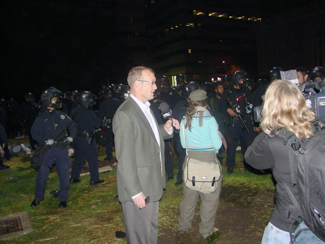 occupyoakland-day016-raid-102511050144.jpg