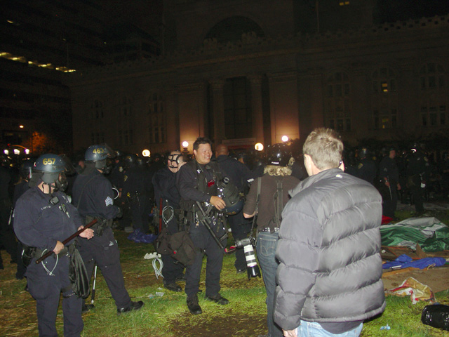 occupyoakland-day016-raid-102511050240.jpg