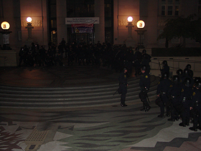occupyoakland-day016-raid-102511050715.jpg