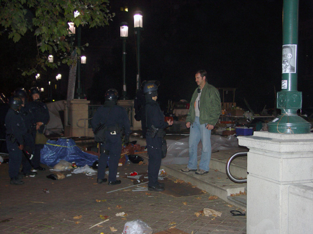 occupyoakland-day016-raid-102511050958.jpg
