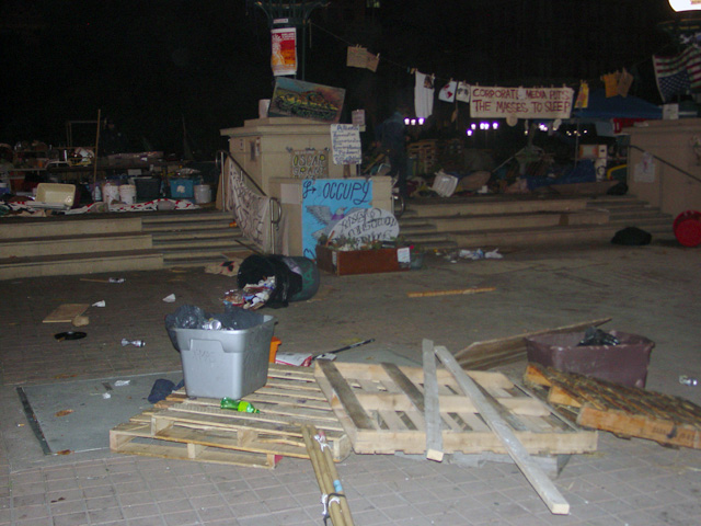 occupyoakland-day016-raid-102511051016.jpg
