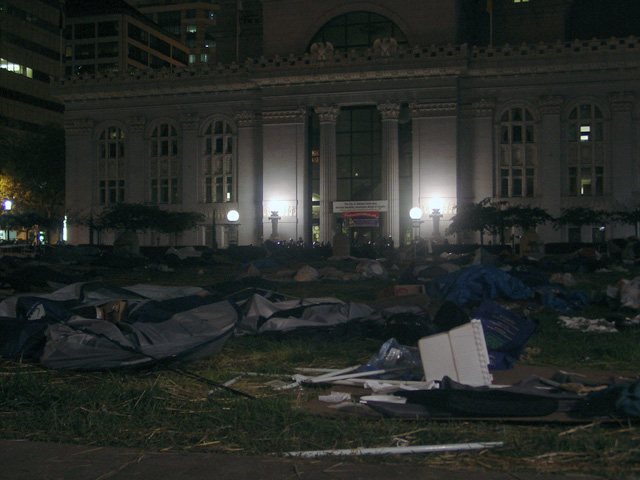 occupyoakland-day016-raid-102511051421.jpg
