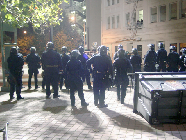occupyoakland-day016-raid-102511051735.jpg