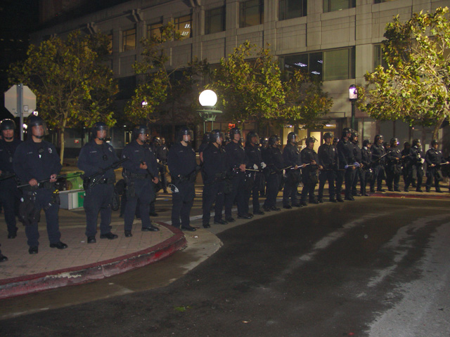 occupyoakland-day016-raid-102511052048.jpg