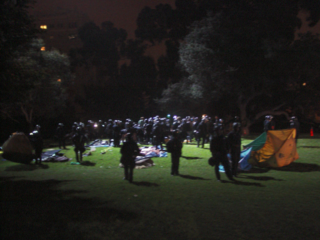 occupyoakland-day016-raid-102511061705.jpg