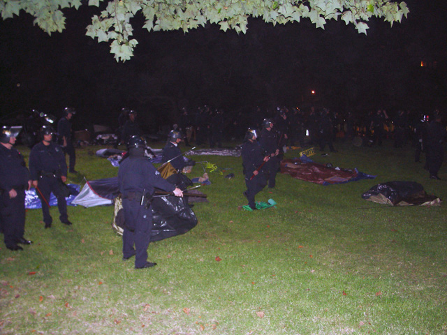 occupyoakland-day016-raid-102511061840.jpg