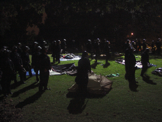 occupyoakland-day016-raid-102511061846.jpg