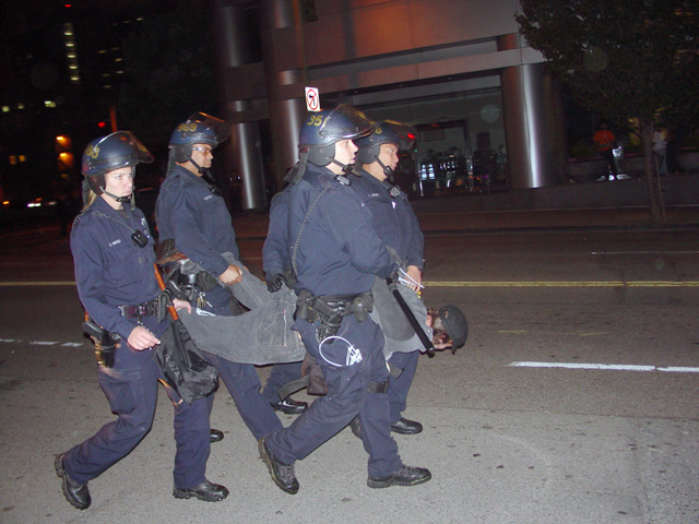 occupyoakland-day016-raid-102511061928.jpg