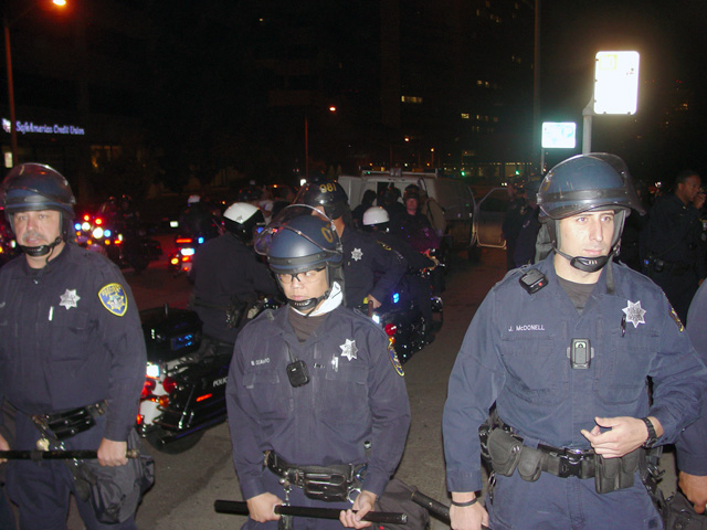 occupyoakland-day016-raid-102511062032.jpg