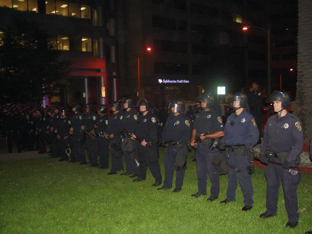 occupyoakland-day016-raid-102511062201.jpg