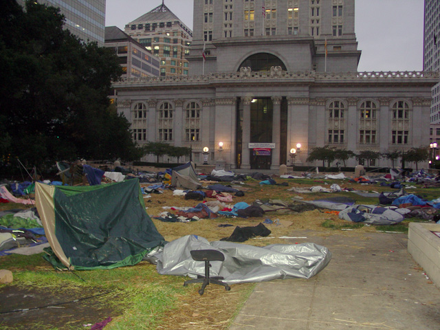 occupyoakland-day016-raid-102511071623.jpg