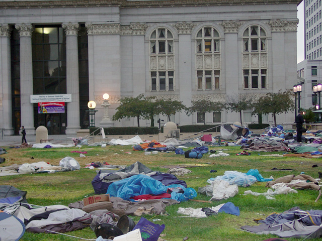 occupyoakland-day016-raid-102511072849.jpg