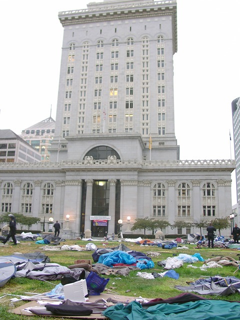 occupyoakland-day016-raid-102511072933.jpg