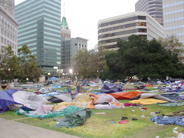 occupyoakland-day016-raid-102511073704.jpg