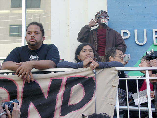 occupyoakland-day016-libraryandmarch-102511163215.jpg