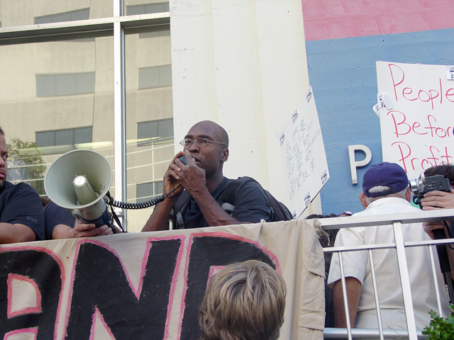 occupyoakland-day016-libraryandmarch-102511165528.jpg