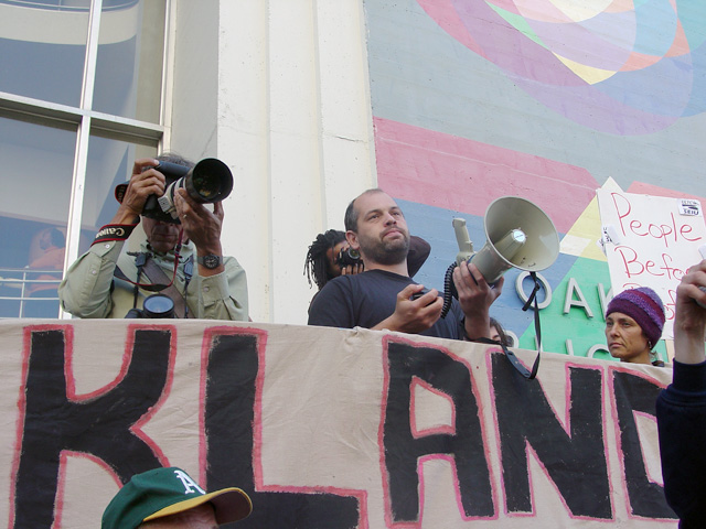 occupyoakland-day016-libraryandmarch-102511165701.jpg