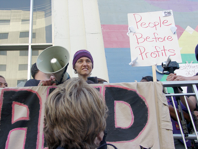 occupyoakland-day016-libraryandmarch-102511165810.jpg