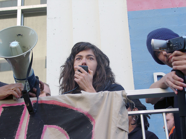 occupyoakland-day016-libraryandmarch-102511170755.jpg
