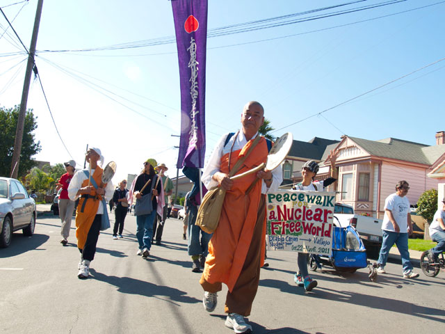 peacewalk-nuclear-free-world_10-29-11.jpg