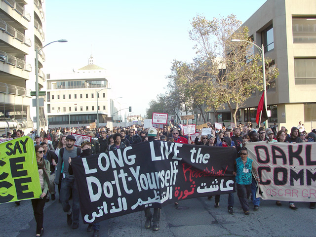 occupyoakland-day016-libraryandmarch-102511171932.jpg