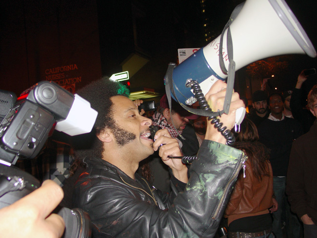 occupyoakland-day016-libraryandmarch-102511184637.jpg