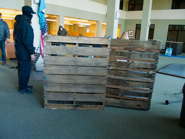 pallets-barricade_11-30-11.jpg