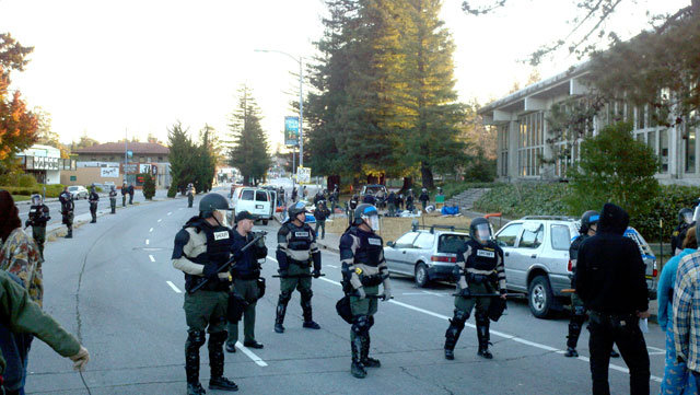 sheriffs-raid-occupy-santa-cruz.jpg