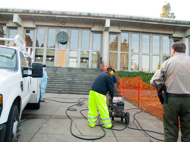 pressure-washing-courthouse_12-8-11.jpg