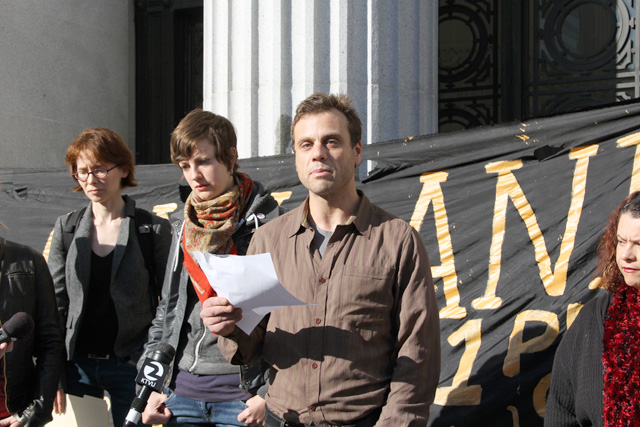 occupyoakland_move-in-day_pressconf_012512-73.jpg