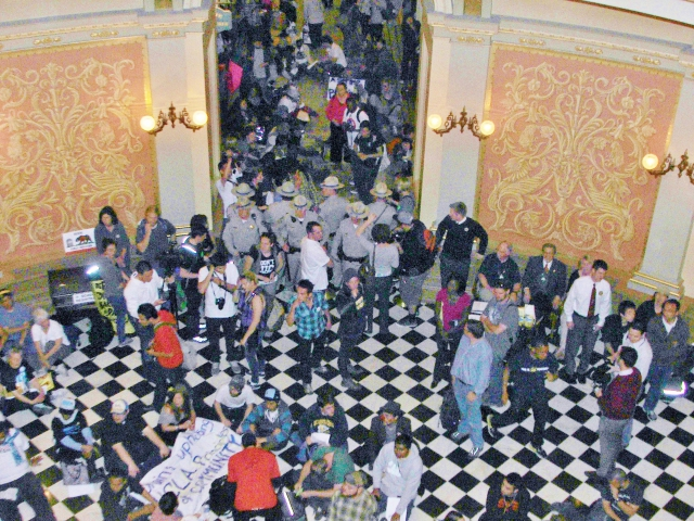 640_some_protesters_managed_to_get_into_the_rotunda.jpg