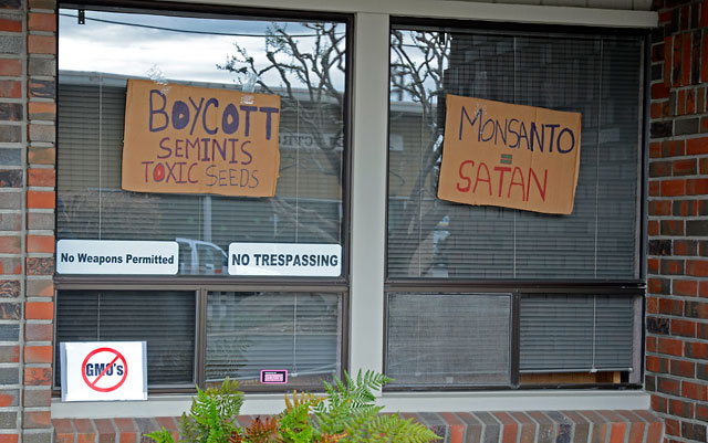 occupy-monsanto-seminis-march-16-2012-10.jpg