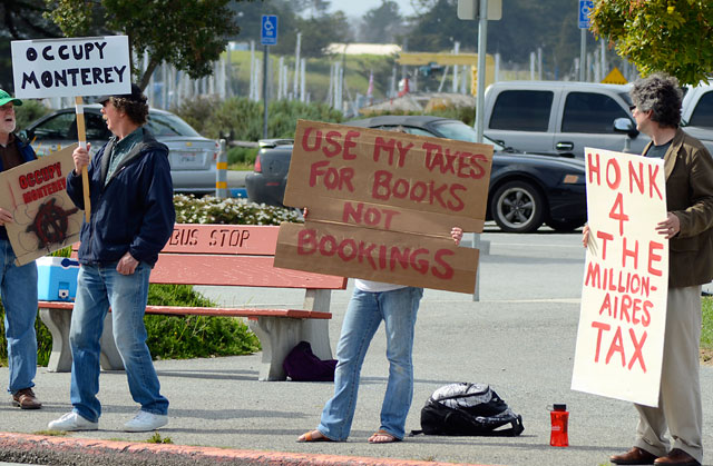 tax-day-occupy-monterey-april15-2012-1.jpg