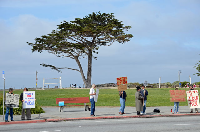 tax-day-occupy-monterey-april15-2012-2.jpg