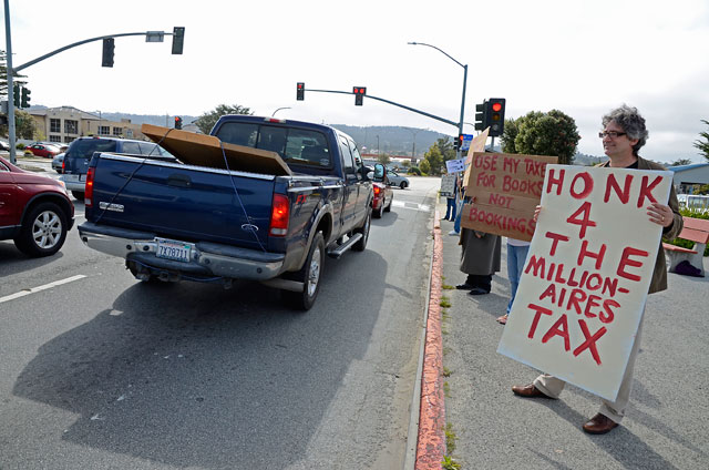 tax-day-occupy-monterey-april15-2012-4.jpg