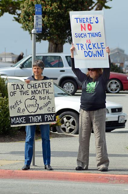 tax-day-occupy-monterey-april15-2012-5.jpg