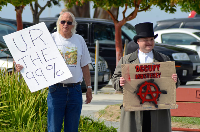 tax-day-occupy-monterey-april15-2012-8.jpg